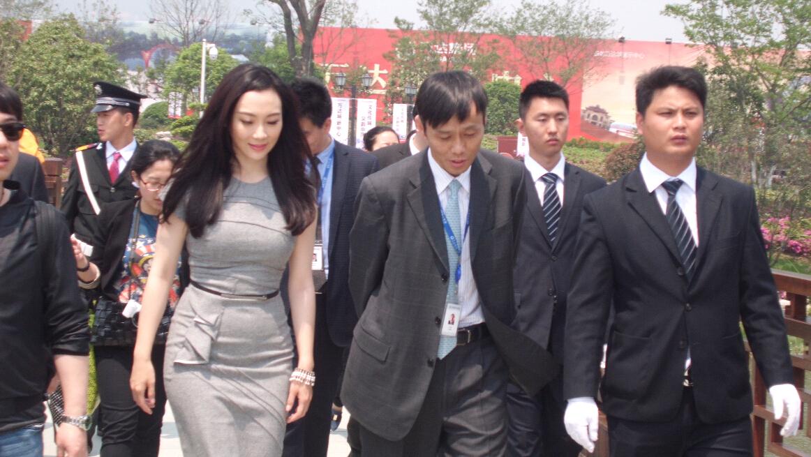 赵丽颖杨洋活动保镖